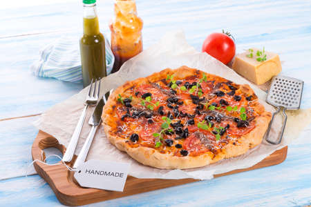 anchovy: olive anchovy pizza