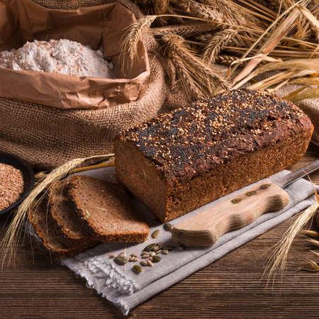 Pain de blé entier fait maison Banque d'images - 36127470