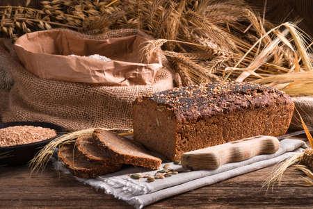 Pain de blé entier fait maison Banque d'images - 36128284