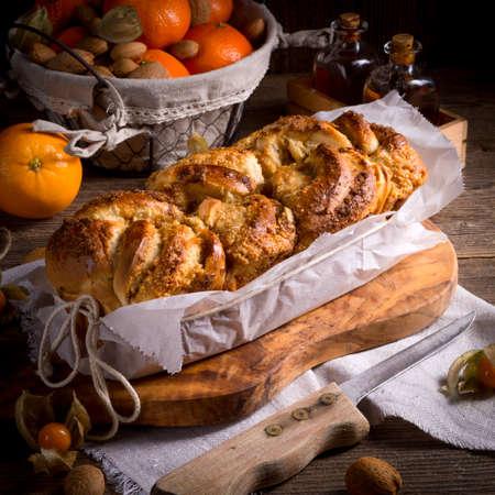 levadura: pastel de masa de levadura con marmolade naranja