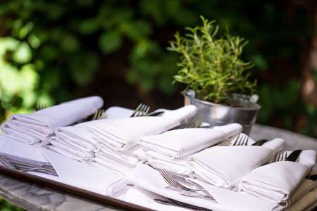 silverware: servilletas con la bolsa de plata
