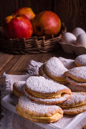 fruity: fruity apple cinnamon mostbiscuits