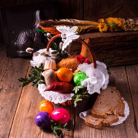 food basket: basket of food