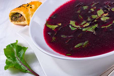 remolacha: sopa de remolacha verde Foto de archivo