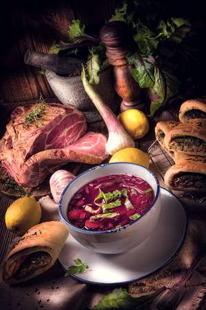 remolacha: sopa de remolacha verde con pastas
