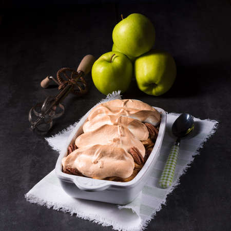 apple cinnamon: Baked apples with nuts and meringue