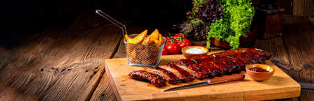 BBQ spare ribs from a charcoal grill Stockfoto