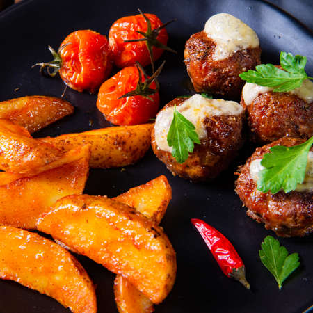 Meatballs with potato quarter from the oven