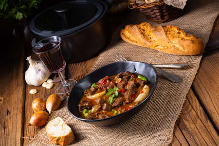classic beef goulash with peppers and onions Banque d'images