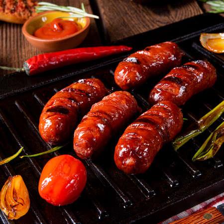 Chili chorizo â€saucisse avec bruschetta de tomates Banque d'images