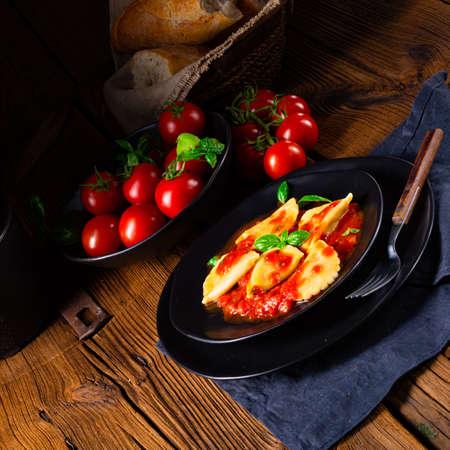 ravioli alla genovese with basil tomato sauce 版權商用圖片