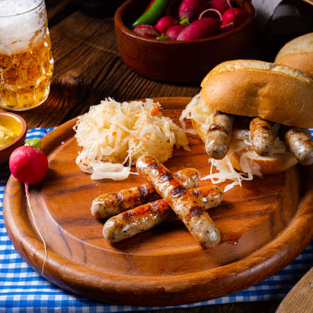 rustic Thuringian bratwurst with sauerkraut and roll Banque d'images