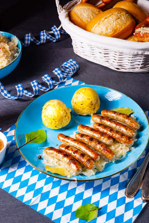 thuringian bratwurst with sauerkraut and dumplings Stockfoto