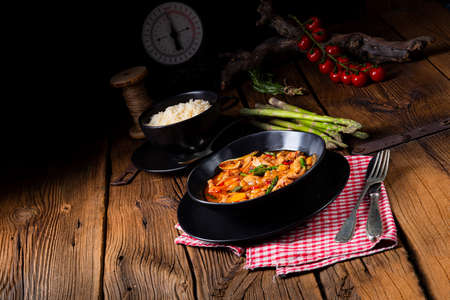 colorful turkey fricassee with asparagus and paprika Stok Fotoğraf - 129312857