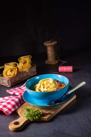 tasty homemade chicken noodle soup Foto de archivo - 129789489