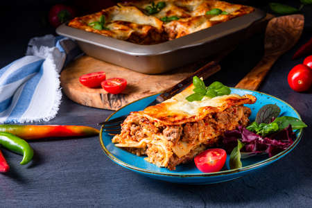 spicy lasagne with tomato sauce and basil Foto de archivo - 129789495