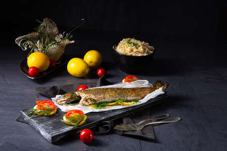 baked trout with herb filling and tomatoes Stockfoto - 130049072