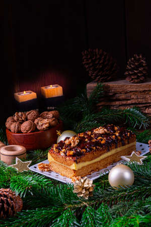 Chocolate gingerbread with filling, jam and nuts Stockfoto