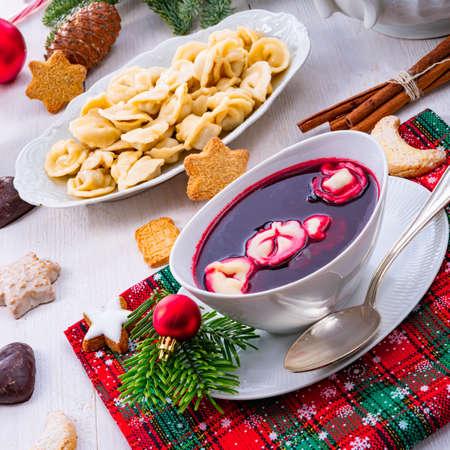 Barszcz (beetroot soup) with small pierogi Stockfoto