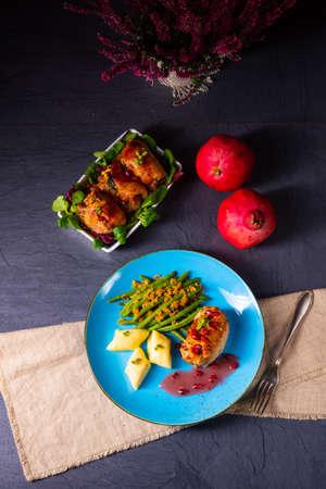 Chicken roulades with polish dumplings (kopytka) and green beans Stok Fotoğraf - 133878169