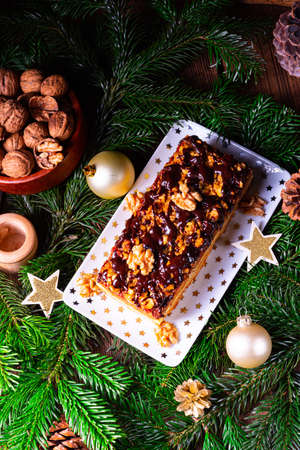 Chocolate gingerbread with filling, jam and nuts Zdjęcie Seryjne