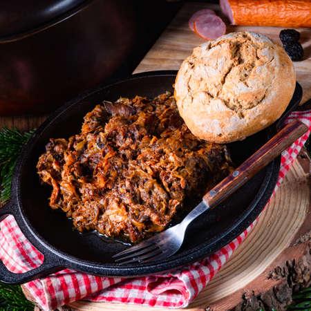 Polish bigos with sausage and dried plum Zdjęcie Seryjne