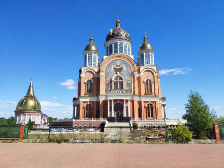 Orthodox cathedral with golden domes, Christian religious photo background, wallpaper 免版税图像
