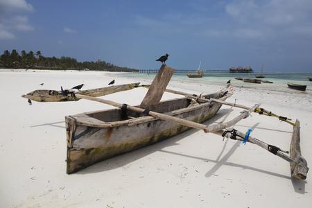 Wooden fishing boat at tropical beach in Zanzibar island,Tanzania 스톡 콘텐츠