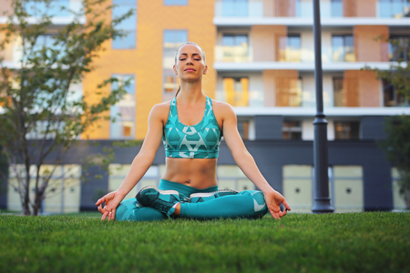 Attractive Girl Practicing Yoga Outdoors 스톡 콘텐츠