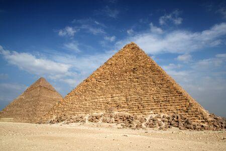 Piramidi di Giza con un bel cielo azzurro Archivio Fotografico