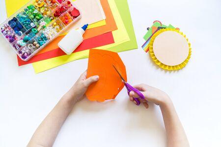 Leprechaun paper craft. St.Patrick 's Day. Four leaf clover green. Material for creativity. Children's creativity Imagens