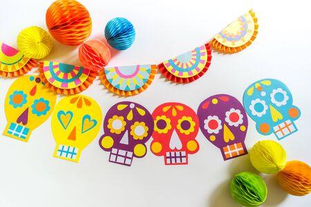 假日Cinco de Mayo墨西哥音乐的装饰。花环头骨绘与模式。