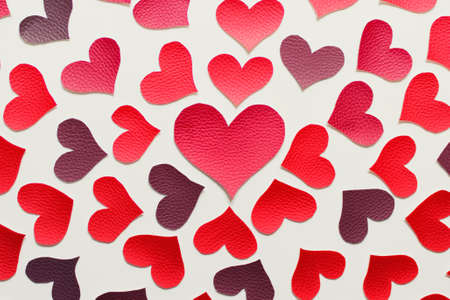 Valentines day greeting card with a pattern of fabric red hearts. Stockfoto