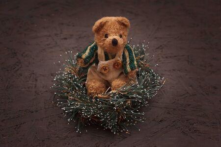 teddy wreath: Christmas arrangement with a vintage teddy bear sitting in a wreath Stock Photo