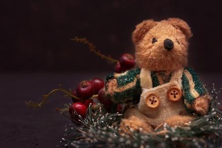bear berry: Christmas arrangement with a cozy vintage teddy bear
