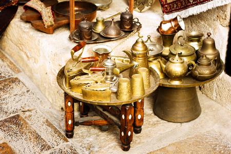 Metal authentic dishware at turkish bazaar, coffee set Standard-Bild