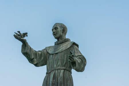 Statue of St. Francis, S.Mamolo Gate, Chrissy Santissima Annunziata, Bologna - Emilia Romagna Stock fotó - 90704830