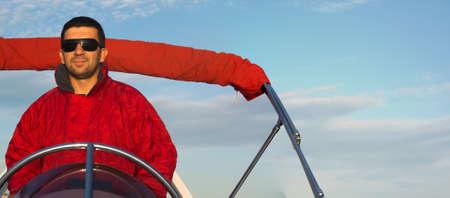 bateau: Capitaine sur un bateau en caoutchouc