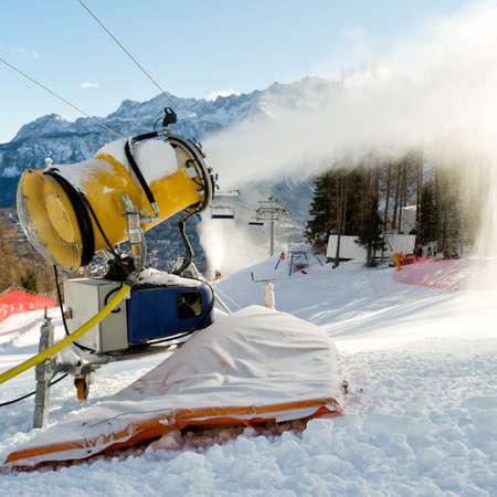 machines: Snow blowing machines