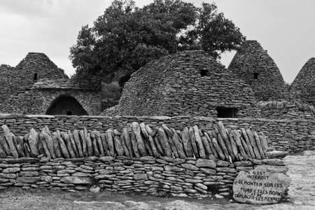 vaucluse: Stone huts in Provence