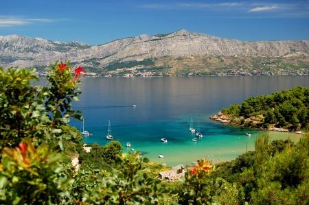 Stupenda vista suggestiva sulla spiaggia di sabbia Lovrecina sull'isola di Brac, Croazia