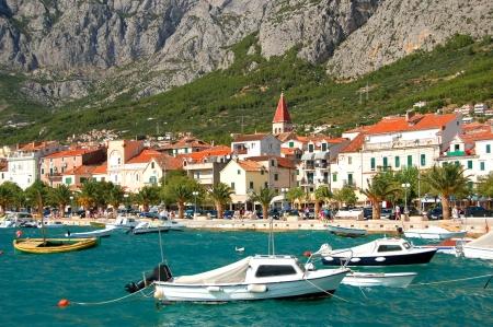 barche sul inquieto mare adriatico a Makarska, Croazia Archivio Fotografico