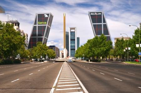 Madrid, Spagna - 25 agosto 2012: Porta d'Europa edifici. Editoriali