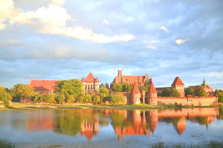 Suggestiva vista del castello di Malbork nella regione Pomerania, Polonia
