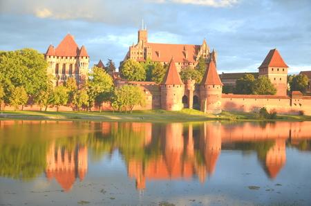Suggestiva vista del castello di Malbork nella regione di Pomerania, Polonia Editoriali