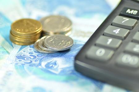 Zloty-Banknoten und-M�nzen aus Polen und Taschenrechner