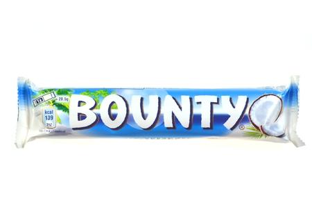 bounty: Barra de chocolate Bounty coco aisladas sobre fondo blanco