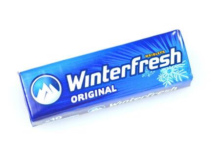 -Guma do żucia: Winterfresh guma do żucia na białym tle Publikacyjne
