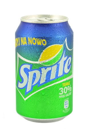 sprite: Lata de Sprite bebida aislados en blanco