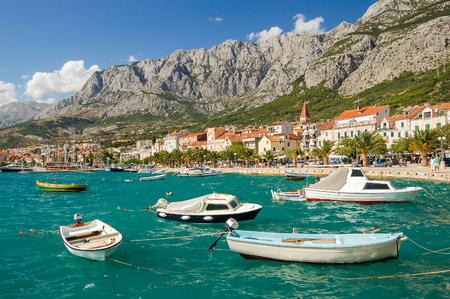 クロアチアのマカルスカのダルメシアンの絵のような風景
